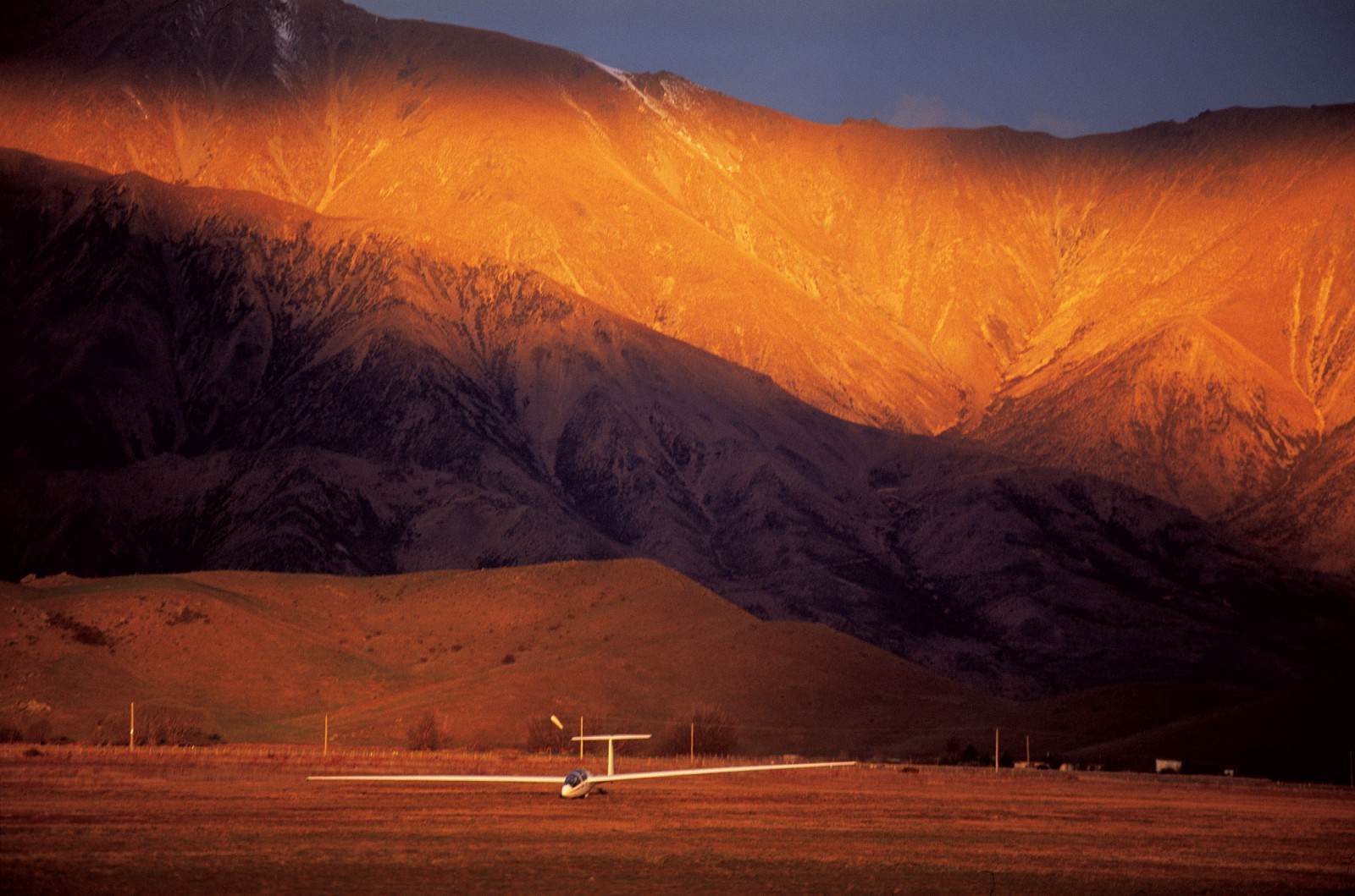 In the lurid glow of a late winter's afternoon, the Perlan Project's customised DG 505 sailplane skids along the ground at Omarama, beneath the looming St Cuthbert Range, after an abortive attempt to penetrate low-level turbulence and access a powerful mountain wave.