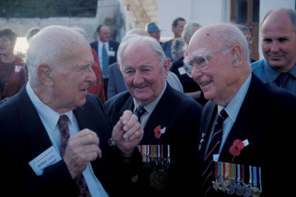 Kiwi comradesin- arms Arthur Lambert, 4th Reserve Mechanical Transport (left), Stan Hadfield, NZ Engineers Detachment (middle), and Bert Sandford, Liaison Officer with 5 NZ Brigade HQ, share a quiet word.