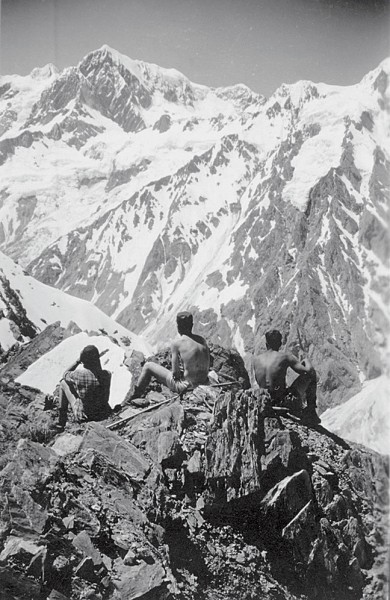 Earle Riddiford, Bill Beaven and Jim McFarlane on the West Coast's Balfour Range, admiring a view of Aoraki/Mt Cook.
