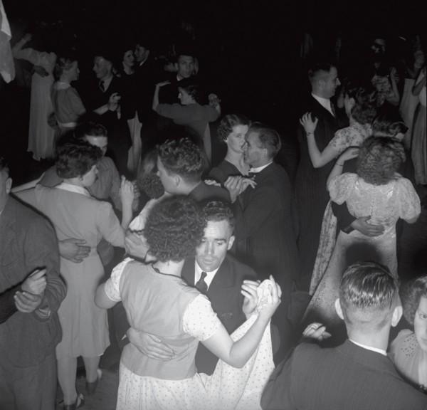 75_Dancing_02