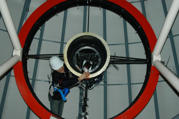 (ii) The telescope base is hoisted into place.