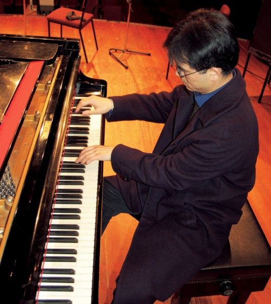 Composer—lecturer at the University of Canterbury Gao Ping plays his piece for piano and voice, Concealed Kisses, with dazzling virtuosity and sparkling wit.