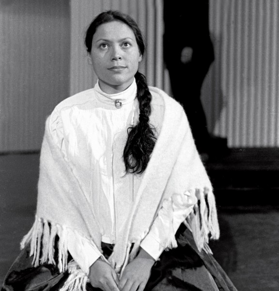 Soprano Deborah Wai Kapohe performs in the 1998 production of Gillian Whitehead's Outrageous Fortune, an opera that makes extensive use of traditional Maori instruments.