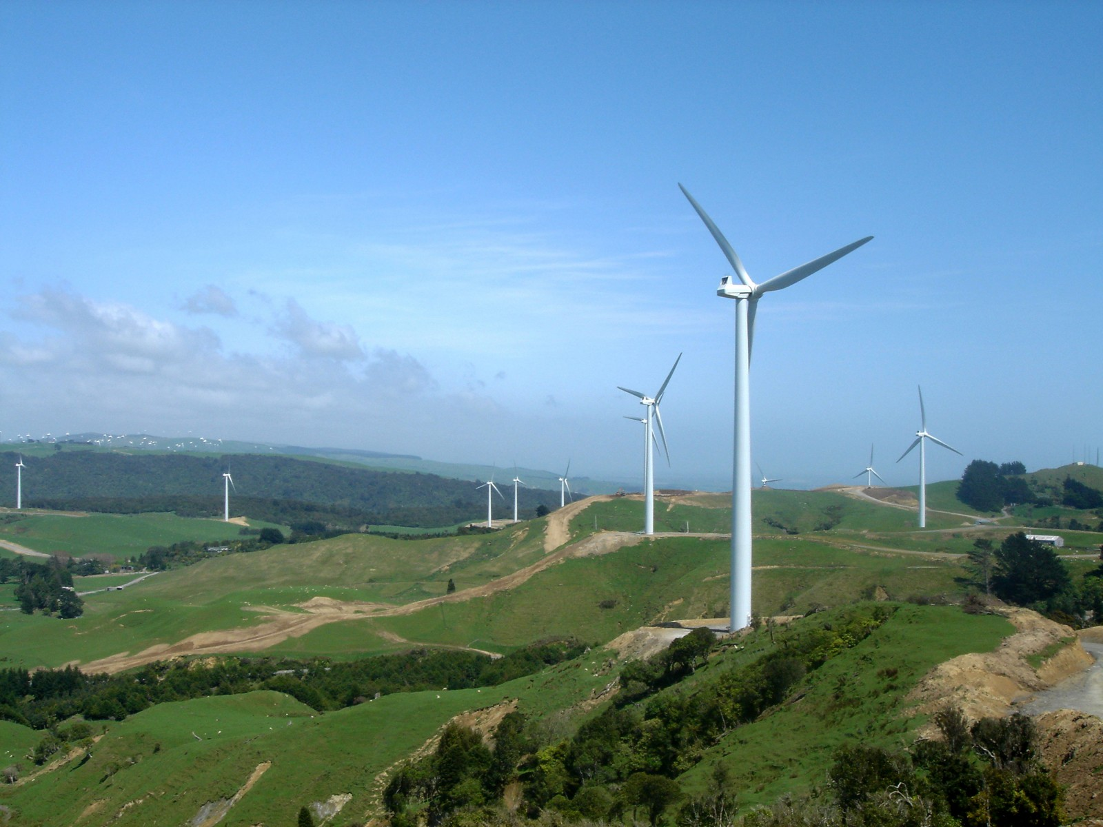 Around the Manawatu Gorge, the axial ranges of the North Island flatten out and wind funnels through the gap between the Tararua and Ruahine Ranges. Power companies are taking advantage of the favourable geography to fill the skylines with wind turbines.
