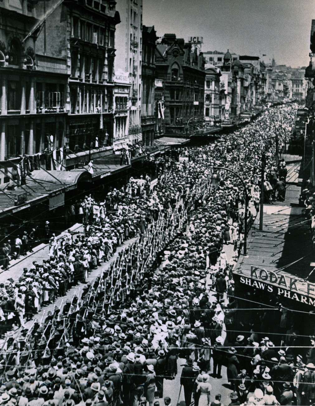 Crowds gathered in Queen Street on January 3, 1940 to farewell 2500 men of the First Echelon of the 2nd New Zealand Expeditionary Force, bound for Egypt. Five years later, on August 15-VJ day-the streets were filled with tears and dancing as New Zealanders celebrated the end of the bloodiest war in history-one which claimed upwards of 50 million lives.