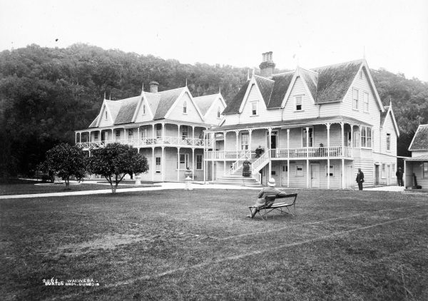 Large-scale development started in the 1860s and 1870s, with one of the hotel buildings being barged over from Thames. Ship, lifeboat, then horse and buggy was the usual way of reaching Waiwera until an enormous wharf was constructed there in 1905.