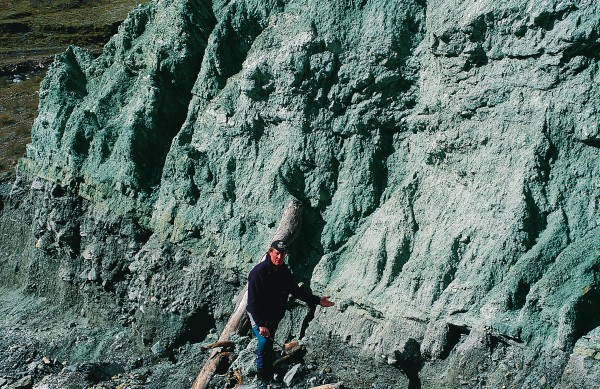 Professor Richard Norris indicates the boundary between the Pacific and Australian Plates on the Alpine Fault in a slip at Gaunt Creek, north of Franz Josef. Here fine-grained cataclasite on the Pacific Plate lies over the coarse gravels of the Australian Plate.