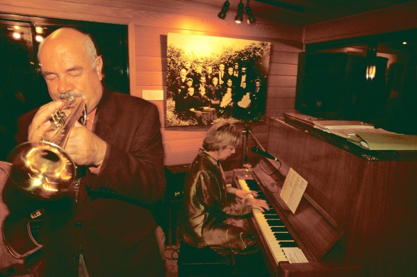 More mellow tones from jazz singer Janet Seidel (at piano) and her backing group draw visitors to Pinetrees, one of the island's longest-established and largest guesthouses.