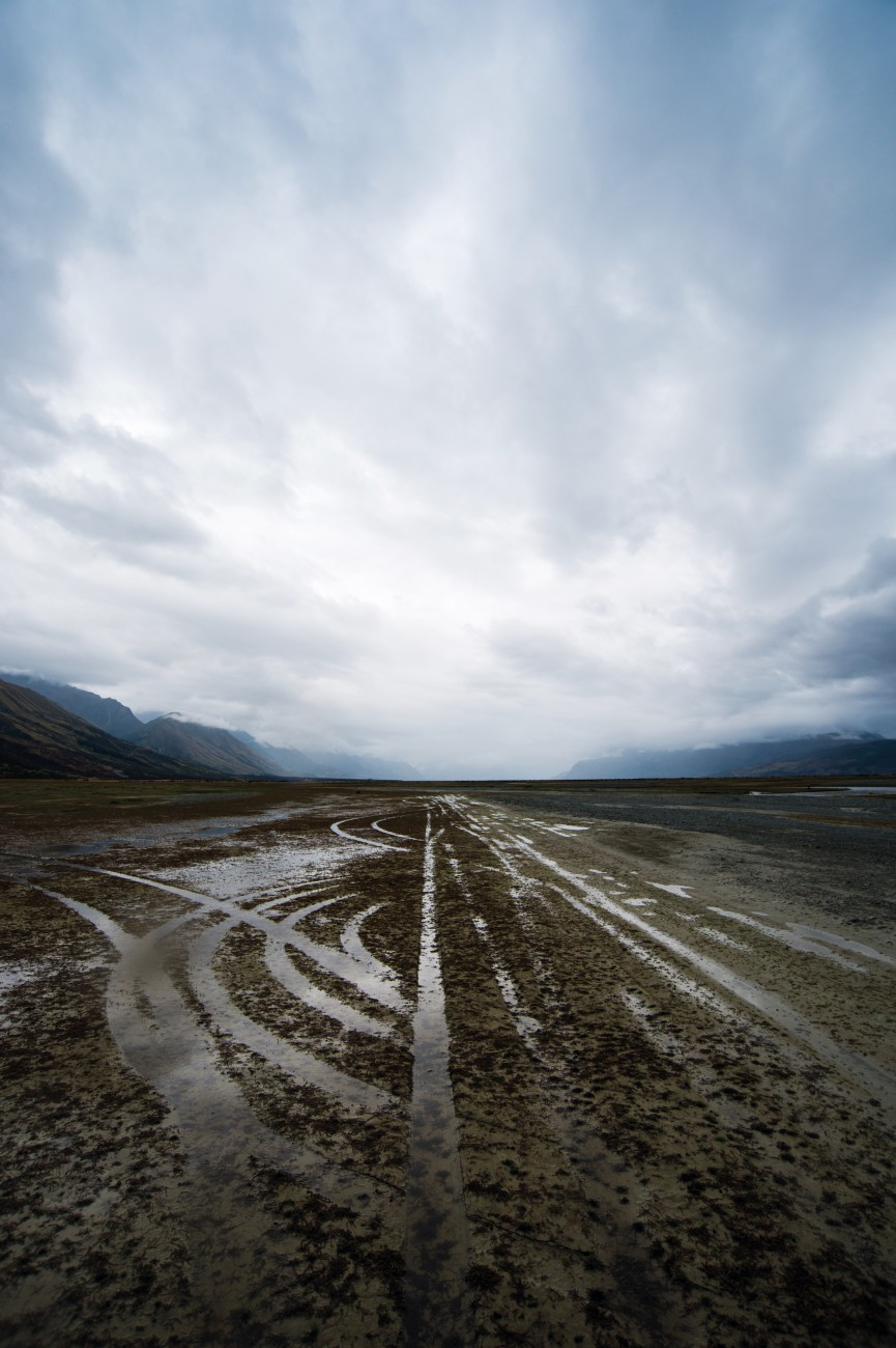 Tyre tracks on the bed of the Tasman River bode ill for nesting birds. Off-road vehicles driving over braided riverbeds and deltas threaten kakī as well as wrybills and banded dotterels, so DOC asks the public not to drive on riverbeds during nesting season, from August to December.