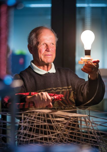 how to make a lightbulb light up without electricity