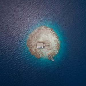Manihiki atoll, in the northern Cook Islands, encompasses many black-pearl farms dotted across its four kilometre-wide lagoon. In order to capture the symmetrical, pearl-like shape of the farm itself, Richard Sidey positioned his drone directly above.