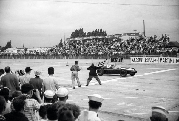 McLaren wins the first-ever United States Grand Prix in 1959 in Sebring, Florida, with the Cooper-Climax team.